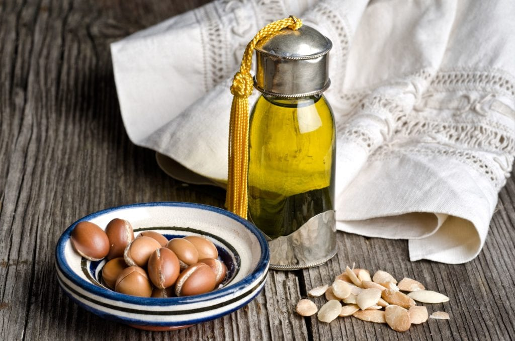 What are the benefits of Moroccan oil? How should it be used?