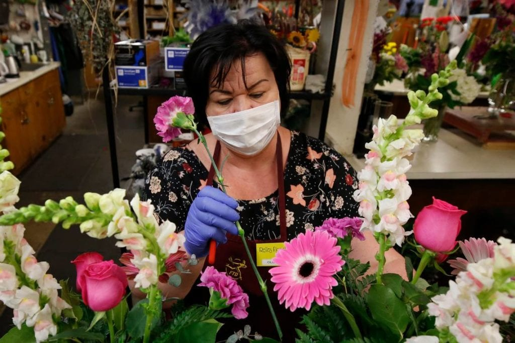 LOS ANGELES FLOWER SHOPS TO BE OPEN ON ACCOUNT OF MOTHER'S DAY